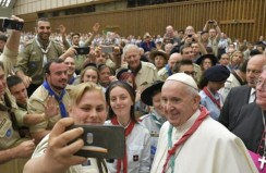 Pope urges scouts to make service their way of life